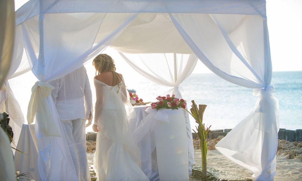 Diamonds Star of the East   Zanzibar Wedding
